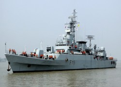 Purchased from China, 2 warships dock in Bangladeshi port