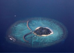 Maldives desperate for funds as islands risk going under