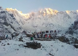 7 missing, over 150 rescued after Nepal avalanche