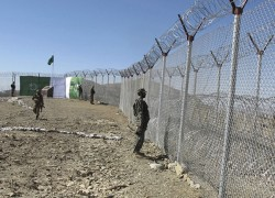 Pakistan closes major border crossing after mortar fired from Afghanistan