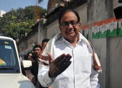 P CHIDAMBARAM SUGGESTS MASS MOVEMENT IF MUSLIMS SENT TO DETENTION CENTRES