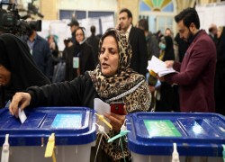 Conservatives make early gains in Iran parliamentary election