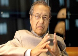 Malaysia torn between Mahathir unity government and snap polls