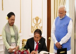 Myanmar signs ten deals with India during President Myint's visit