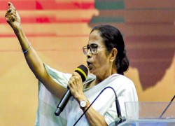 All Bangladeshi migrants settled in Bengal are Indian citizens: Mamata Banerjee