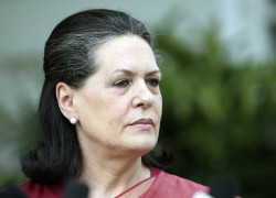 Indian govt lobbies to cancel Sonia's invitation to visit Bangladesh