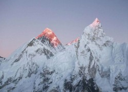 Everest shut down after Nepal suspends permits over coronavirus
