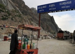 PAKISTAN DEPOTS 10 VIRUS SUSPECTS TO NATIVE AFGHANISTAN