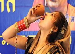 কোভিড-১৯ লড়াই: গো-মূত্র পানের সংবাদ নয়, বিজ্ঞান প্রচার করতে হবে ভারতীয় মিডিয়াকে