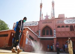 Pakistan struggles to trace 100,000 attendees of religious event
