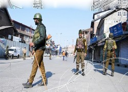 Fighting Covid-19 and repression in Kashmir