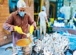 Coronavirus: India charity making 70,000 meals a day for the poor