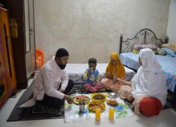 Covid-19:  India's Muslims turn to prayer and online celebrations to mark Ramadan under lockdown