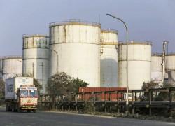 India keeps oil at sea as onshore storage hits full capacity
