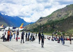 Bhutanese return home after India extends lockdown
