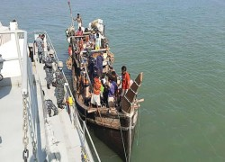 Rohingya refugees arrive at 'de facto detention island' in Bangladesh