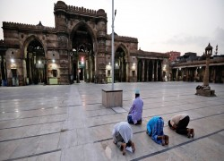 In pictures: coronavirus changes ramazan for muslims around the word- but not its spirit