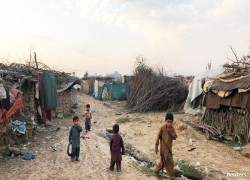 COVID lockdown upends life for overlooked Afghan refugees in Pakistan