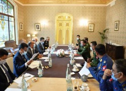 Indian Defence Minister holds talks with Myanmar Military Chief