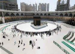 TOUCHING KAABA TO BE BANNED DURING THIS YEAR'S HAJJ