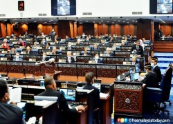 MOTION TO REMOVE SPEAKER ARIFF PASSED BY NARROW VOTE