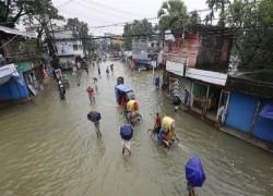 'A third of Bangladesh underwater' after heavy rains, floods