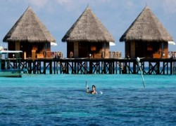Maldives tests waters by opening resorts to COVID-weary tourists