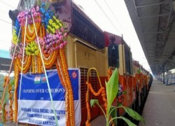 BANGLADESH RAILWAY RECEIVES 10 LOCOMOTIVES FROM INDIA