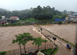 KERALA RAINS: 6 DISTRICTS ON RED ALERT, OPENING OF DAM SHUTTERS AGGRAVATE FLOOD SITUATION; MULLAPERIYAR RAISES CONCERNS