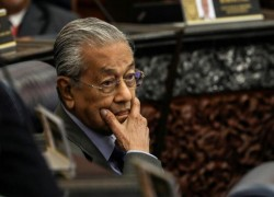 Malaysia's Mahathir: UAE-Israel deal divides Muslim world into 'warring factions'
