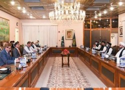 TALIBAN MEETS PAKISTANI OFFICIALS IN ISLAMABAD