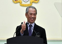 Muhyiddin's more popular than Mahathir, but not with Malaysian-Chinese: new poll
