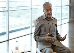 Malaysia's Mahathir eyes new role as power broker in country's politics