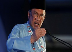 Malaysia: Anwar pans Muhyiddin's coronavirus economic rescue plan, 'cordial' with Mahathir
