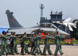 India hails Rafale jets but defense experts wonder if 'handful of planes' will burden China