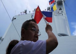 Philippine and Chinese defense chiefs try to ease South China Sea tensions