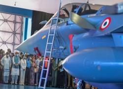 ভারতের অর্থনীতি যখন ডুবছে তখন বিমানবাহিনীতে রাফাল অন্তর্ভুক্তির অনুষ্ঠান 'অনর্থক'
