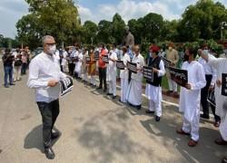 ভারতঃ কৃষি বিল নিয়ে আপত্তি জানাতে বিকেলে রাষ্ট্রপতির কাছে যাচ্ছেন বিরোধীরা