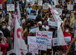 Hundreds in India protest government handling of fatal rape case
