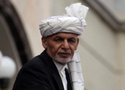 Afghan president Ghani arrives in Qatar as peace talks drag on