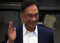 Tense week ahead for Malaysian politics, with Anwar set to meet King to stake claim for power