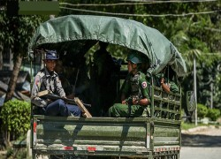 Myanmar Army transfers officers to police on Bangladesh border