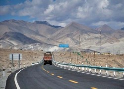 PAKISTAN, CHINA MAY INK DEAL FOR ROAD PROJECT