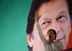 'পানিতে কুমির, ডাঙায় বাঘ' পরিস্থিতিতে পাকিস্তান সরকার