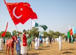 Pakistan tent peggers in solidarity with Azerbaijan
