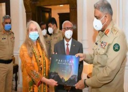 Vanessa O'Brien, famous British mountaineer, meets COAS