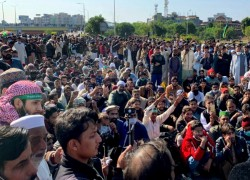 ANTI-FRANCE PROTESTERS BLOCK HIGHWAY IN PAKISTANI CAPITAL