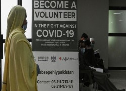 PAKISTANIS JOIN FINAL TRIALS FOR CHINA-MADE VACCINE