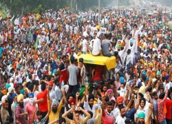 THOUSANDS OF FARMERS PROTEST INDIA'S NEW FARM LAWS