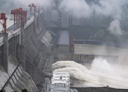 CHINA TO BUILD A SUPER DAM ON ITS PART OF BRAHMAPUTRA RIVER